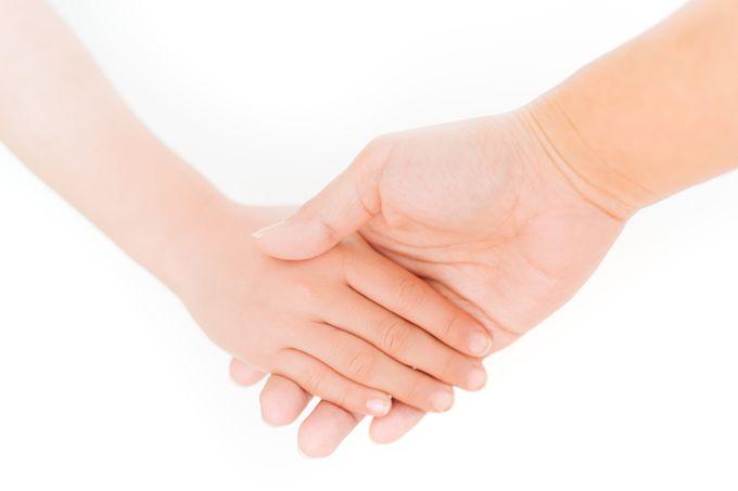 助け合いの握手