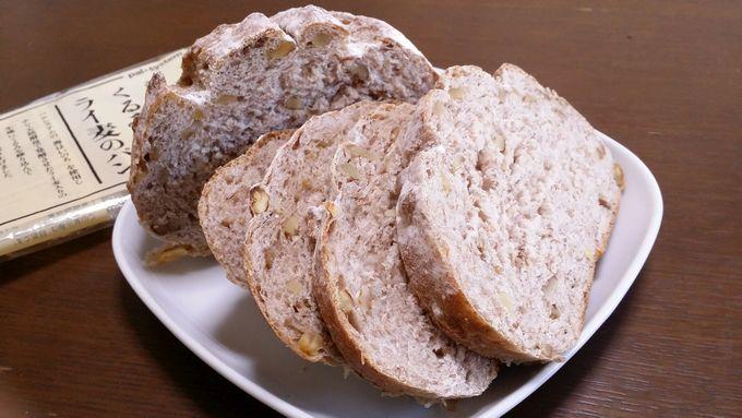 こだわり酵母 くるみとライ麦パンをスライス