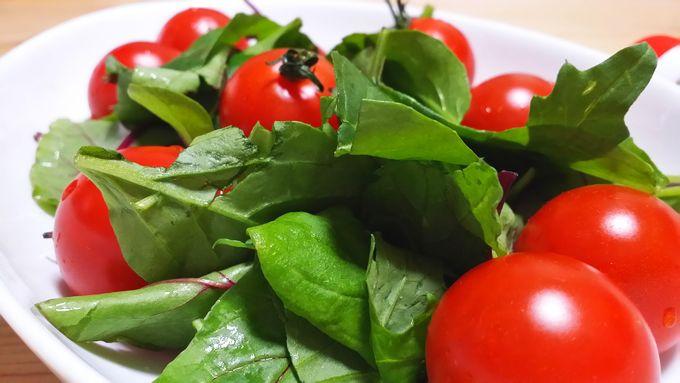 オイシックスのみつトマトとOimixリーフのサラダ