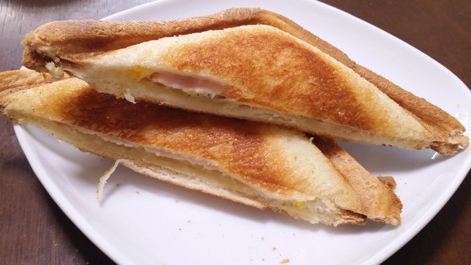 パルシステムのしっとりもっちり食パンをホットサンドにして食べる(8枚切り)