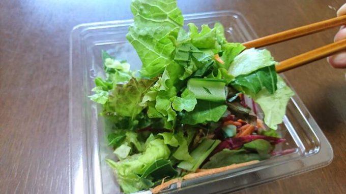 楽天Ragri(ラグリ)のサラダを食べる